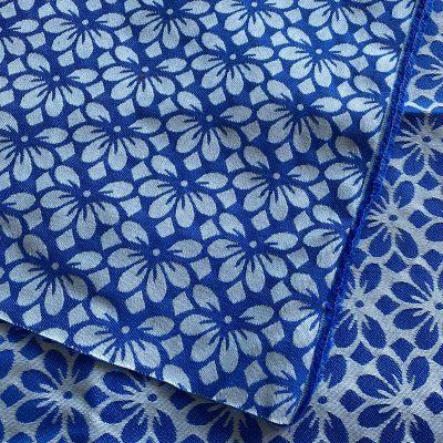 Jacquard blaue Blüten